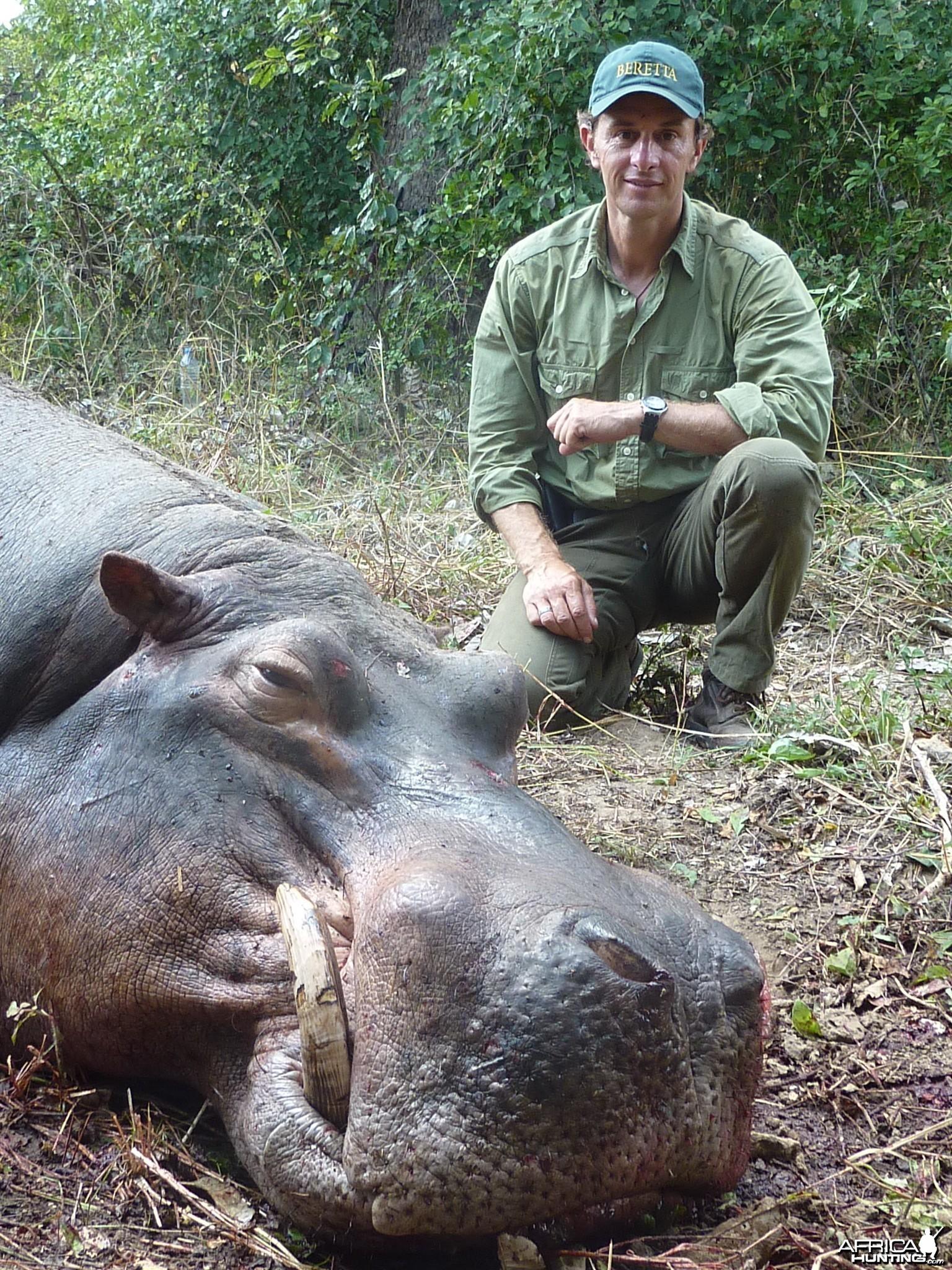 Chasse Hippo Selous 2010 : PH A.Mermet