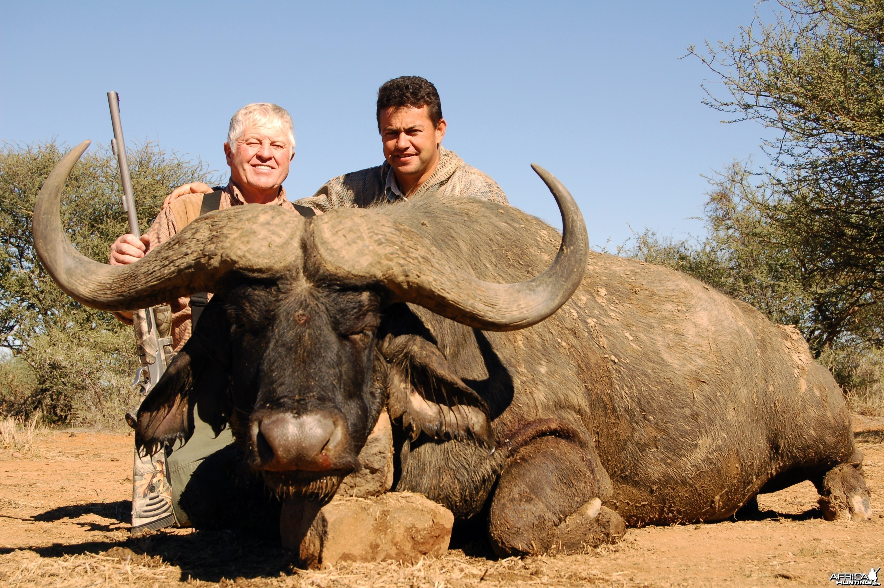 PH Wiaan van der Linde with Wintershoek Johnny Vivier Safaris in SA