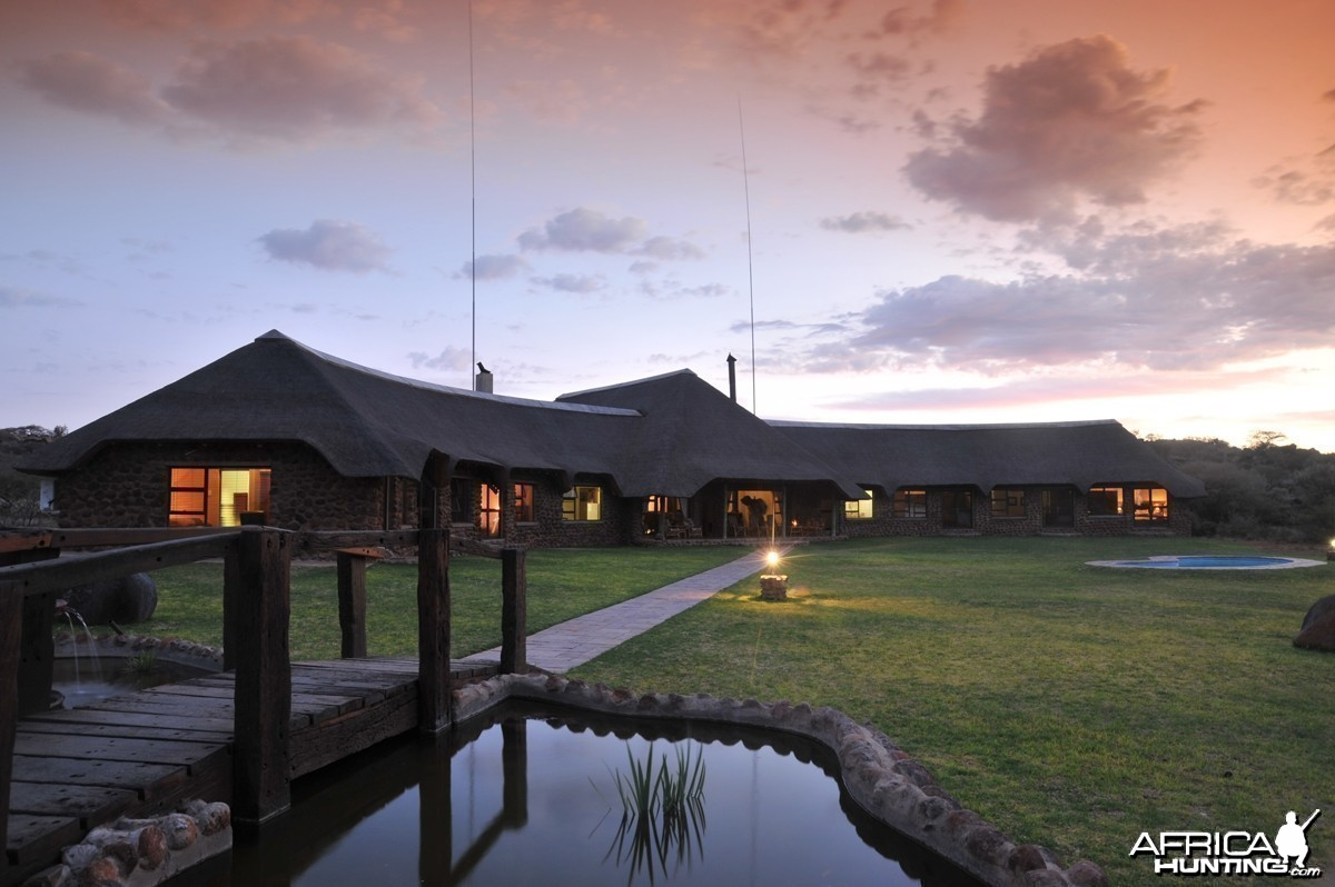 Wag n Bietjie Lodge - Wintershoek Johnny Vivier Safaris in South Africa
