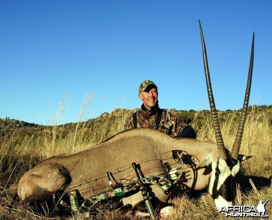 Bowhunting Gemsbok with Wintershoek Johnny Vivier Safaris in South Africa
