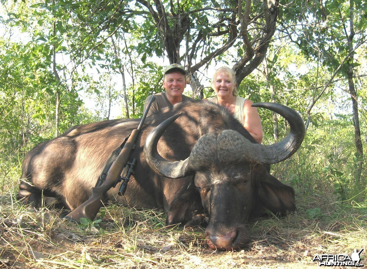 Hunting Buffalo with Wintershoek Johnny Vivier Safaris in SA