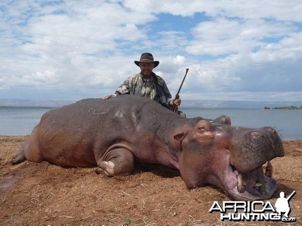 Hunting Hippo with Wintershoek Johnny Vivier Safaris in SA