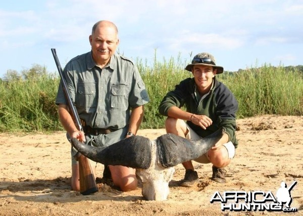 Buffalo Hunt with Martin Pieters Safaris and Shaun Buffee