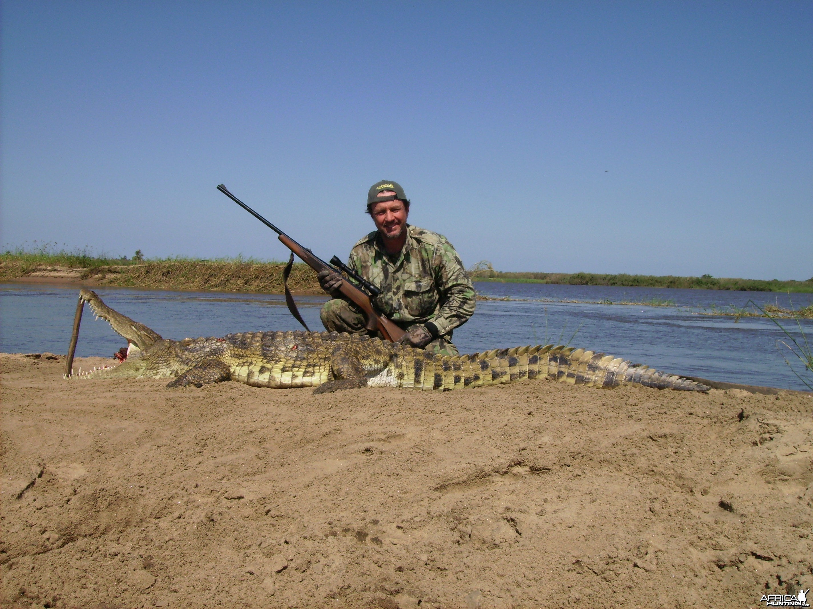 frank berbuir with mozambique croc 2011