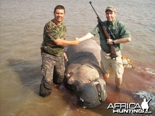 shaun wardle with hippo,2010