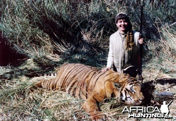 Zoe Dell with Tiger in India