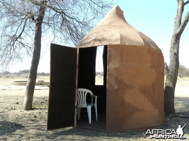 Movable bow hunting blind in the shape of a termite hill
