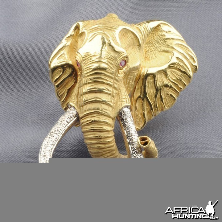 "18kt Gold Elephant Brooch depicting ""Shawu"""