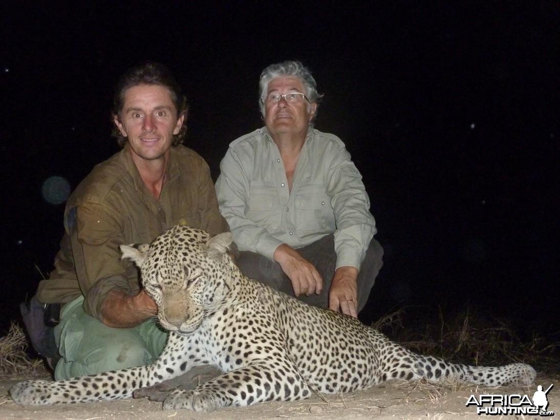Leopard Selous 2011