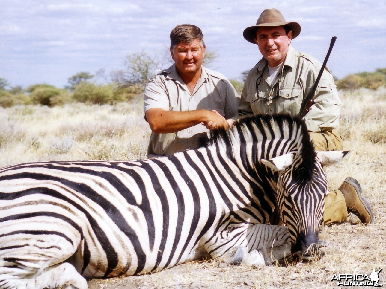 Holstein Hunting Safaris Namibia-PH Gunther Heimstadt on Zebra hunt
