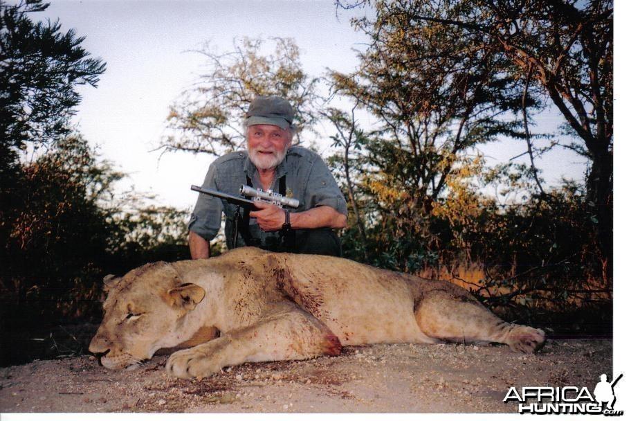 300 lb lioness
