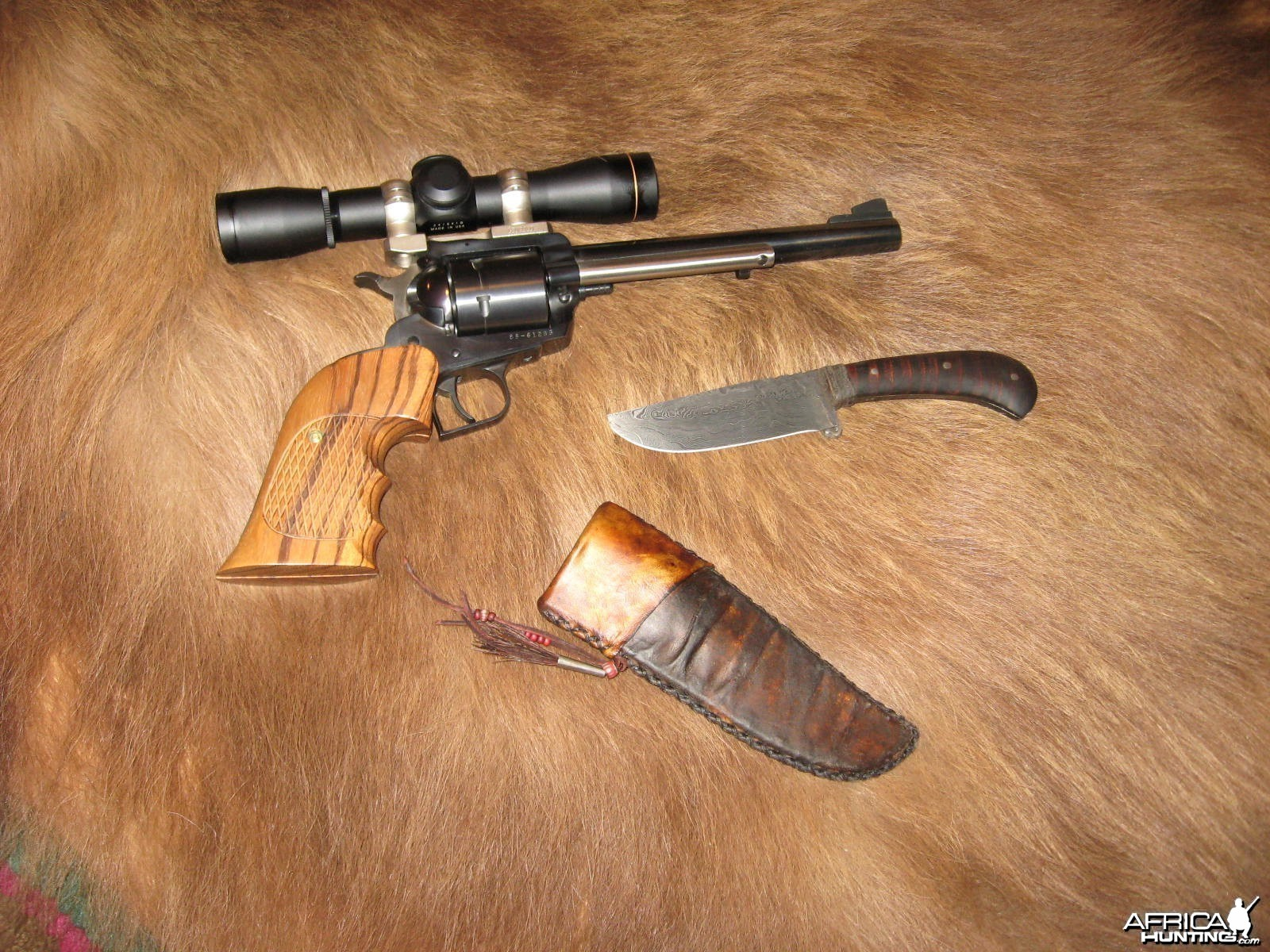 scope sighted ruger super blackhawk 44 mag and nice knife
