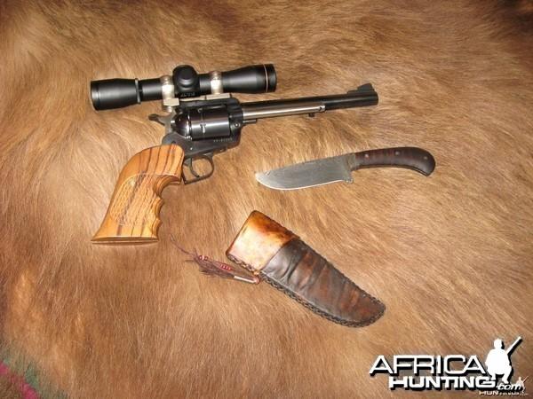 scope sighted ruger super blackhawk 44 mag and nice knife