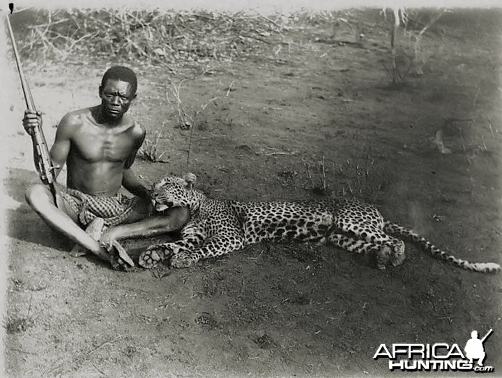 Leopard hunt in Wakenga, old Nyassaland