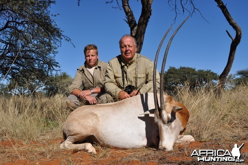 Scimitar Oryx hunt with Wintershoek Johnny Vivier Safaris