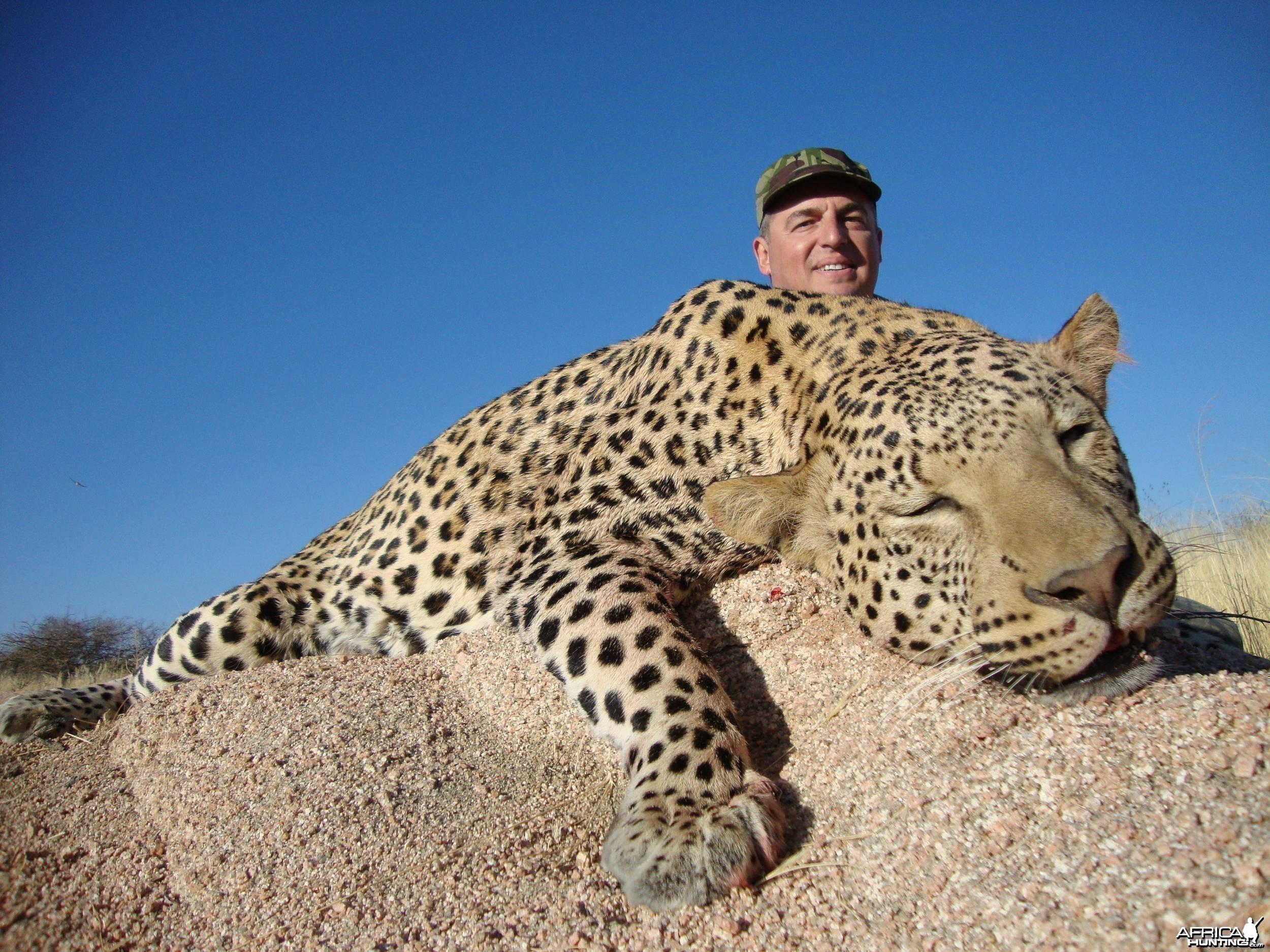 Leopard Hunting -  Yuriy Nikitenko Russia