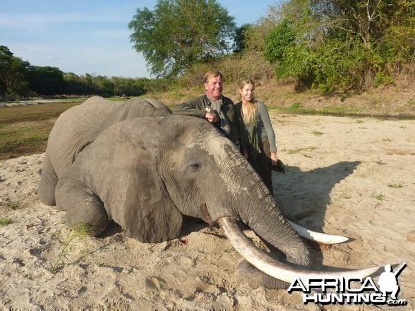 Big Elenpahnt hunted in Tanzania