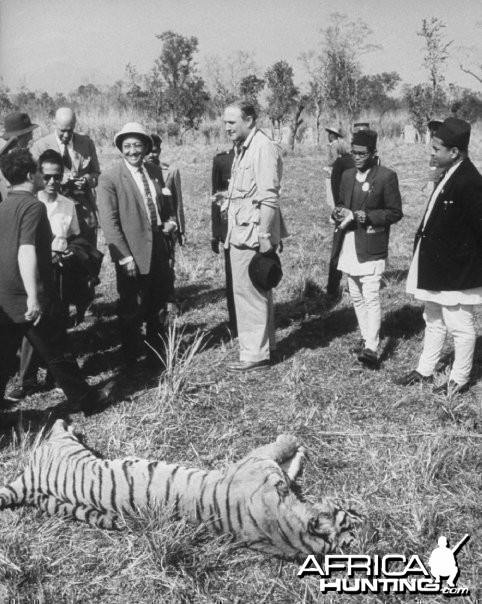 Hunting Tiger - India 1935
