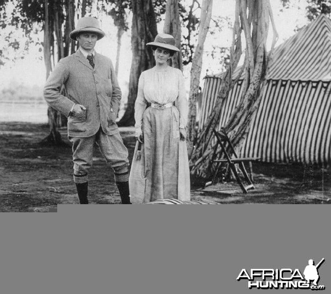 Lord and Lady Curzon with Tiger shot in India, 1903