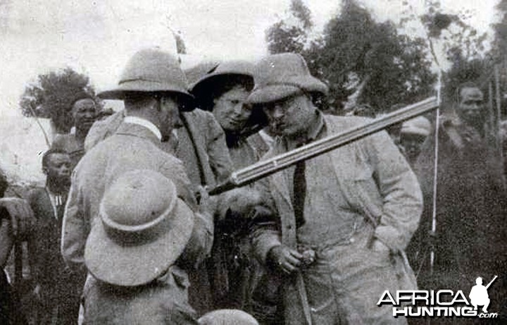 Theodore Roosevelt inspecting rifle with Kermit Roosevelt