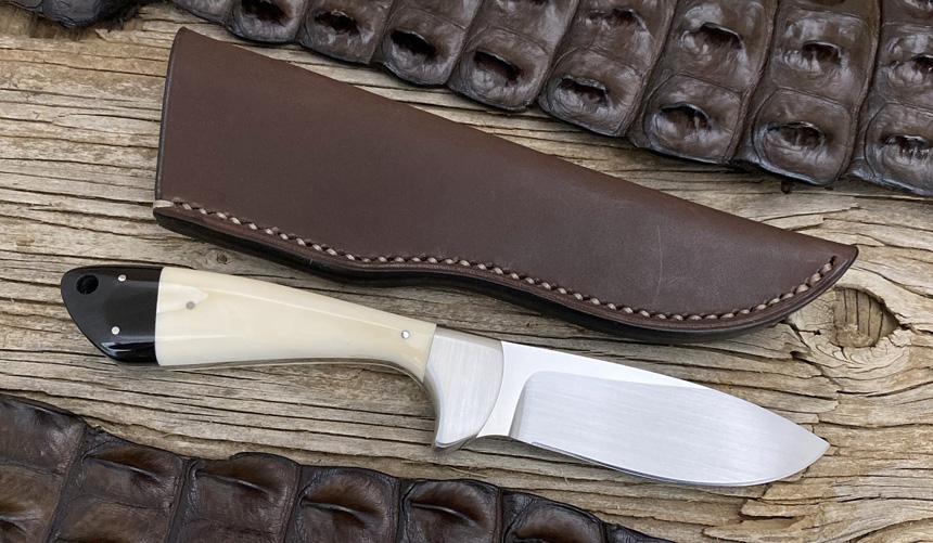 _0034_DAG 016 - Dagga 2020 - Warthog tusk.Buffalo horn - Back.jpg