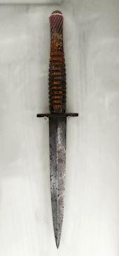 Fairbairn–Sykes_fighting_knife,_Fort_William.jpg