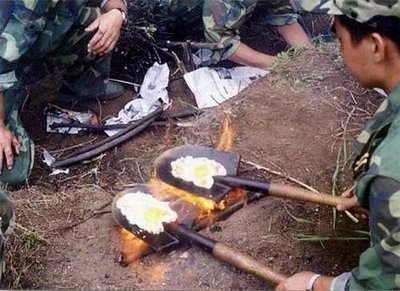 funny-army-photos-cooking-time-eggs-shovel.jpg