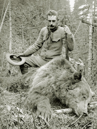 Grizzly hunt in British Columbia. 1906.jpg