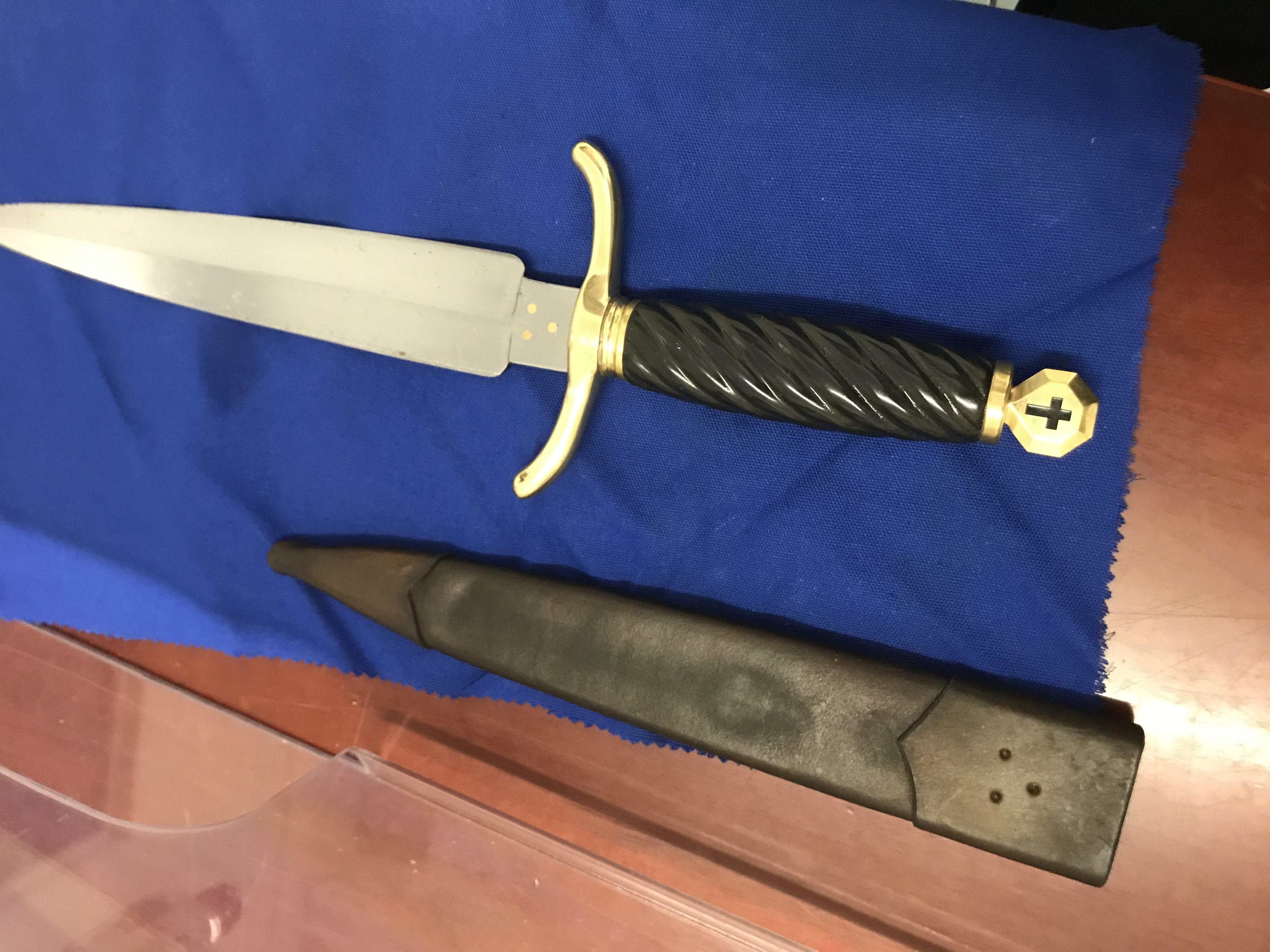 IMG_2937.jpg Templer Knights knife.jpg
