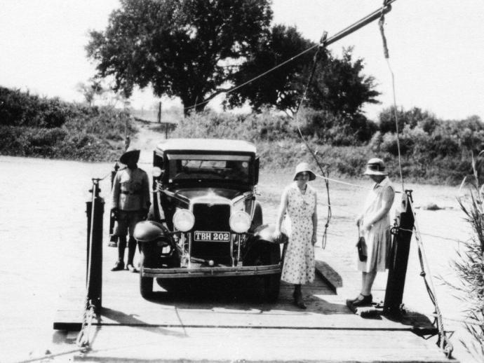 PONTOON-OVER-CROCODILE-RIVER-AT-MALELANE-CIRCA-1930′s-©-SANparks.jpg