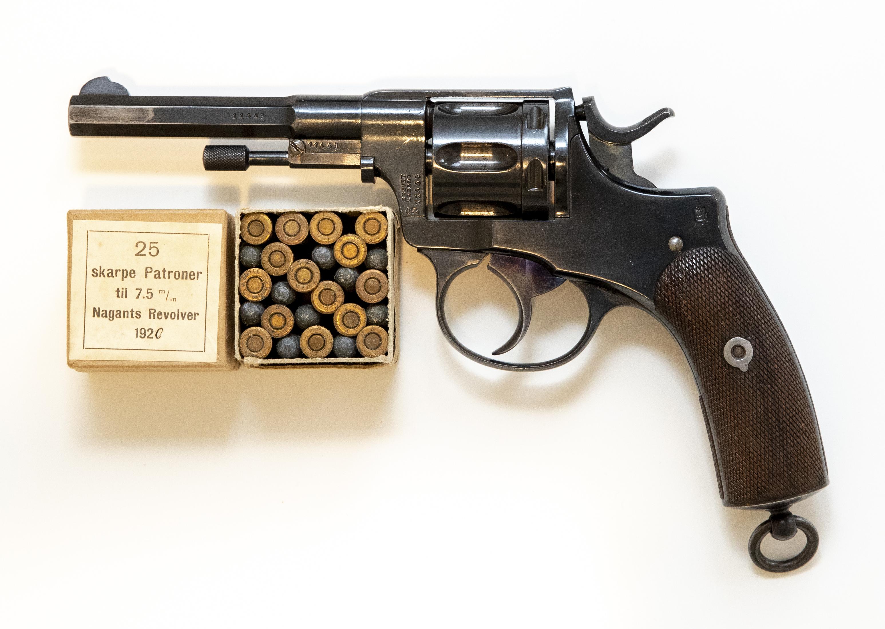 Revolver-Nagant-Nagant-M1893.jpg