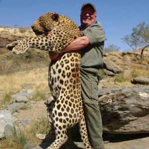 Brad Smiths Leopard Tracked by Sparks Hounds - another view of the monster