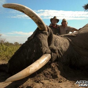 104 pound tusker with Johan Calitz Safaris in Botswana - PH Willy McDonald