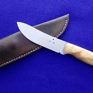Skinner Knife with Cherrywood