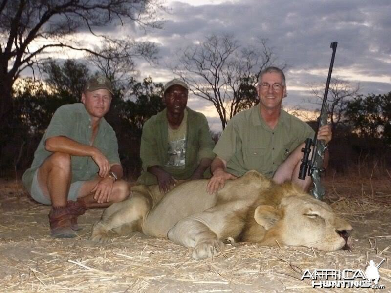 PH Stu Taylor, Tracker Davie and client with a mature Lion
